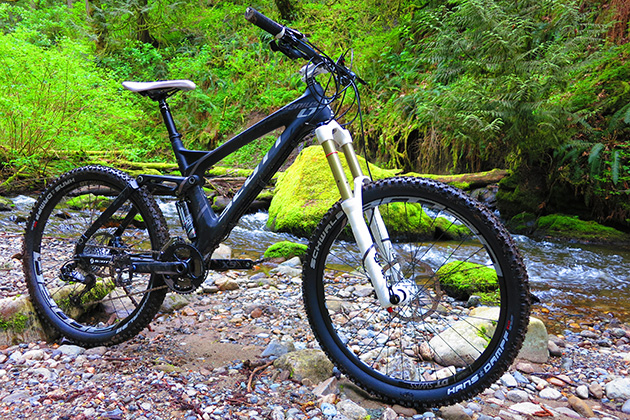 Flick the handlebar-mounted lever and this bike goes from hardtail to 7-inch travel DH bruiser. No, I din't just make that up. There's also an in-between 110 millimeter travel mode for general trail riding.