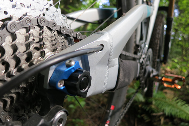 In addition to sporting some very clean, internal cable routing, the Yeti's rear dropouts are, well, simply beautiful...in a monster truck/Conan the Barbarian kind of way. Actually, the entire frame is like this: beautifully overbuilt.
