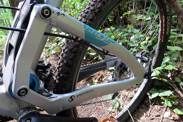 "Yeti debuted the dual-link ""Switch"" suspension system on the SB66. This 29er version operates on the same system, which was designed by David Earle of The Sotto Group. It's a major departure for Yeti and, in my opinion, a huge leap forward in performance."