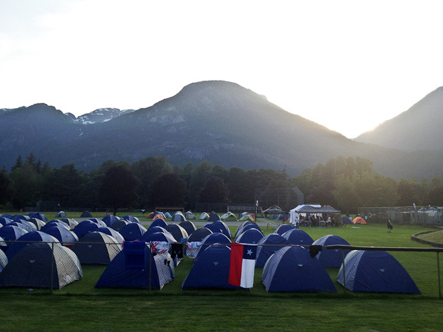 The sun sets on Tent City and a glorious day of shredding Squamish singletrack.