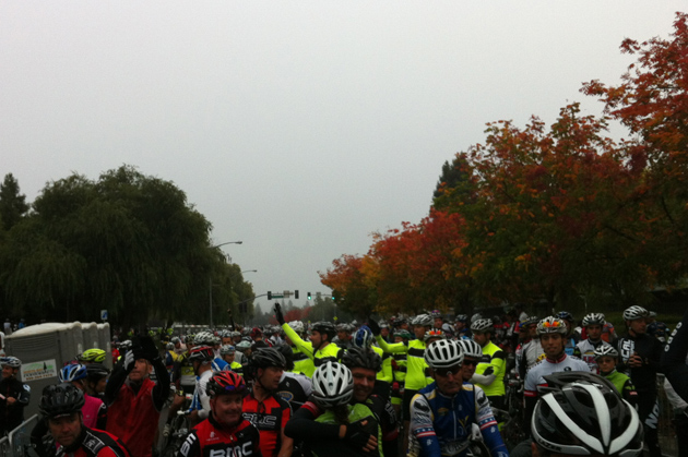 7500 riders makes for quite the line-up. Those in the back would end up crossing the start line well over 15 minutes after the riders at the front of the group.