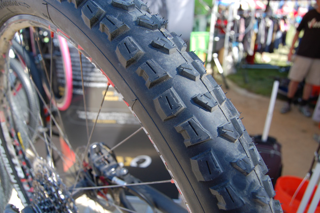 Italian tired brand Geax has developed an enduro-specific tire for the über popular all-mountain riding style