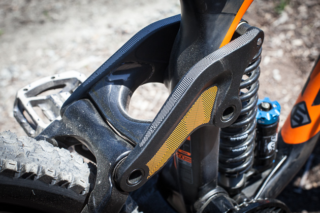 Many rockers are welded together down the center, which requires more manufacturing steps. Carbon would have been much to big to provide enough strength, so Kona found a way to bond the two alloy plates to a carbon bridge.