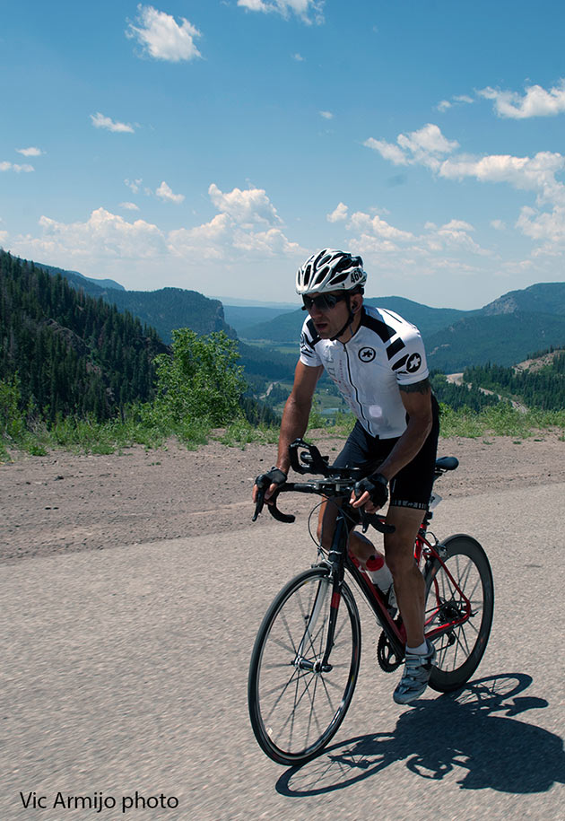 Top American rider Chris Ragsdale is currently riding in tenth place between Trinidad and Kim, Colorado. The rookie rider is having a good race and despite the pressures of some fans who had encouraged him to push his pace to be near the front, he is wisely staying on a pace that he feels will see him complete his first RAAM.