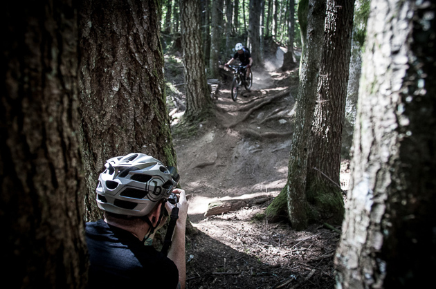 Anthony Smith attempted to make Minnigh look Hunteresque over the roots, but in the end it was a lost cause. Photo: David Reddick