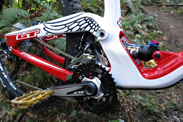Reducing flex in the frame was a major goal of the re-design. To that end, the new Fury sports massive seat and chainstays, thru-axle pivots and dual bearings at each clevis pivot.