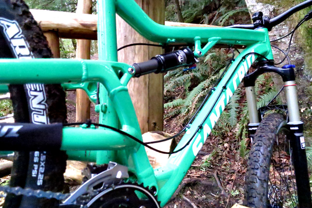 One big pivot gets the job done on the Bantam--one of several models in the Santa Cruz line that still rocks the simple (and affordable) suspension system.