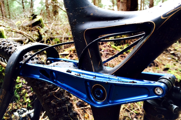 One of the few pieces of aluminum on the carbon frame--the massive rocker is available in a variety of anodized colors. Your bling mileage may vary...