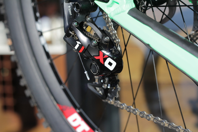 Horizontal parallelogram, roller clutch bearing, 7- and 10-speed, and downhill bike specific cage lengths.