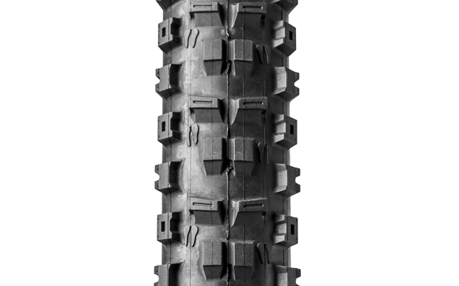 We got our first rides on the new Onza Ibex tire during our Bible of Bike Tests boot camp in Sedona, Arizona, and every single one of our testers was blown away by its performance.
