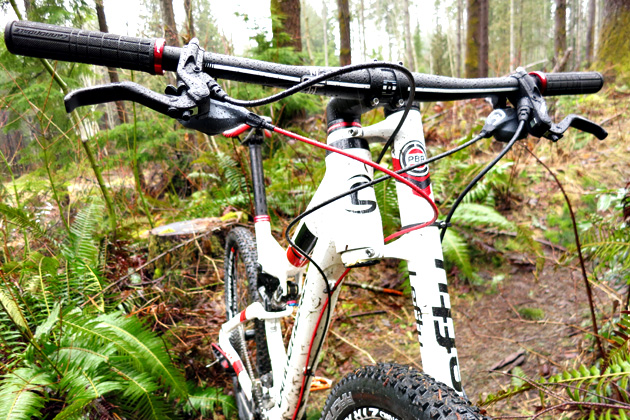 The Scalpel 29 3 is  equipped with Cannondale's proprietary Lefty PBR 100 fork, which is massively stiff.