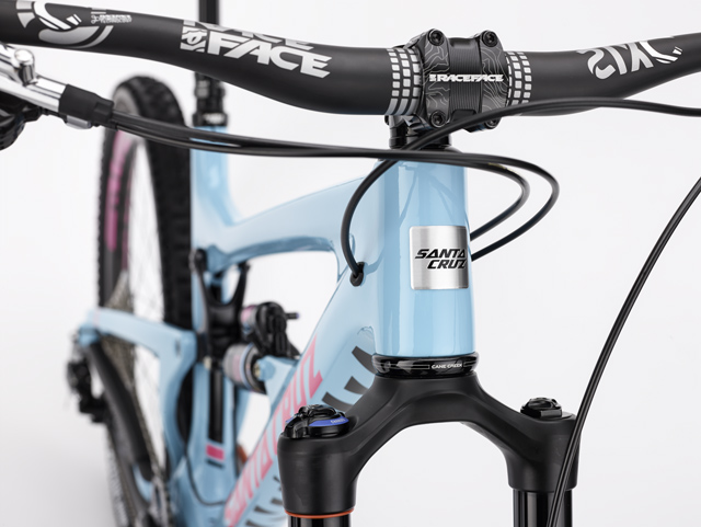 The internal cable routing on the new Nomad is a first for Santa Cruz.