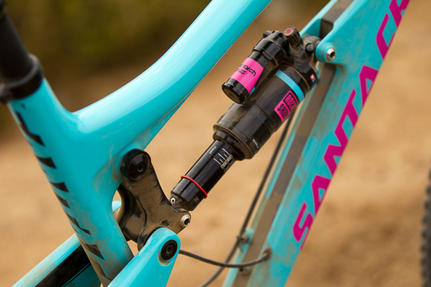 The upper link is attached in a much cleaner fashion. Much like the V-10, the mount penetrates the toptube.