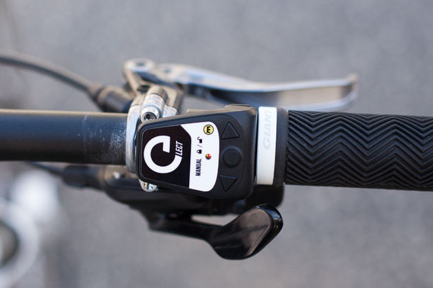 The Magura Elect remote allows you to independently switch between front and rear modes, allowing for automatic or manual lockout control.
