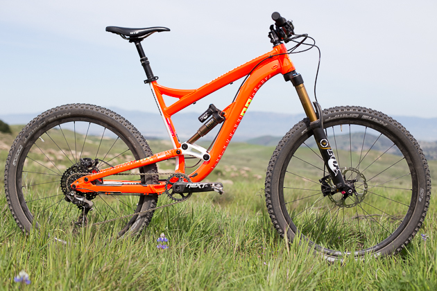 "Diamondback's new Mission 27.5 features a redesigned Knucklebox suspension platform, offering 160 mm of travel and a head angle of 66.5 degrees, placing it squarely in the ever-popular ""enduro"" category. Offered in three models, ranging from $2800 to $6500."