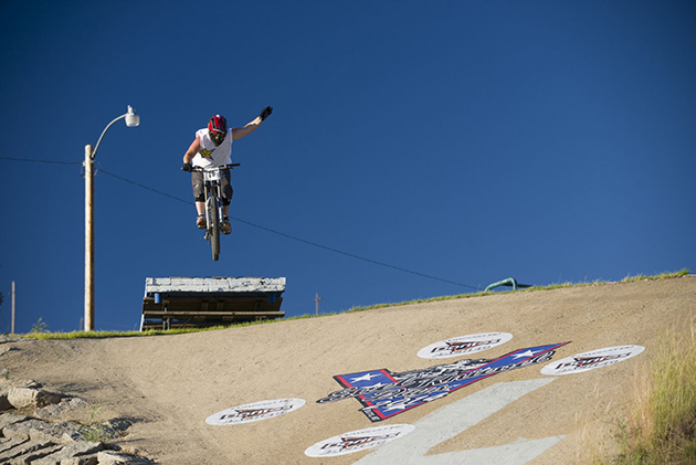 From one home town boy to another, Shane Curnow daringly salutes the Legend as he launches off Evel's ramp.