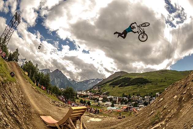 Darren Berrecloth tests his natural level, during the slopestyle. Photo: Ale Di Lullo / Red Bull