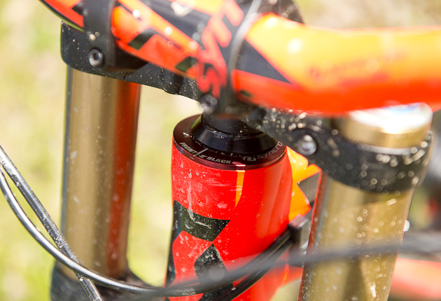 The head angle on the new Gambler is now a degree steeper out of the box at 63 degrees, but comes with 2 Syncros angled headset cups. Run it stock or swap the cups for either plus / minus 1 degree or plus / minus 2 degrees in either direction meaning riders can run it as slack as 61 degrees or as steep as 65 degrees. Photo: Keno Derleyn