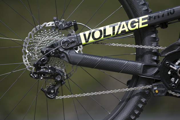 The Voltage sports an interchangeable dropout system that can run a 12x135mm IDSX dropout (pictured), or a standard 10x135 quick release rear axle. Photo: Martin Bissig