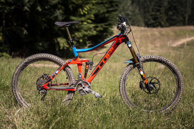 Nico's bike is a Cube Stereo 160 Super HPC, running a remote-activated Float X shock and a 180-millimeter Fox 36 fork.