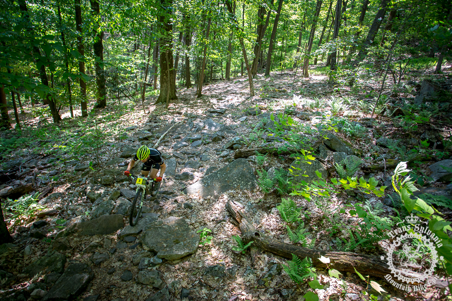 Jon Burgess (Oakley Atlantic Racing) navigates a field of rocks.
