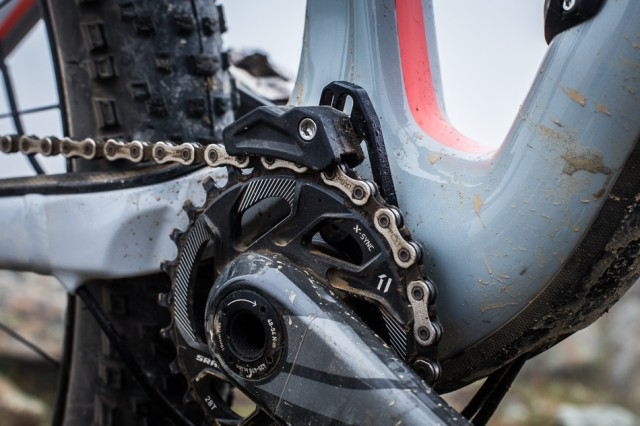 A 28-tooth front chainring on the SRAM one-by drivetrain, combined with the rear 10-42 cassette, allows for plenty of range and ease of climbing.