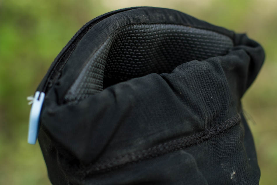 A strip of silicon in the upper cuff helps keep the pad in the correct position while riding.
