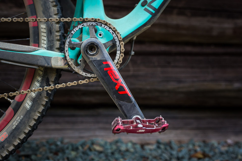 The Elite build comes with a Race Face Next crank with a 32-tooth chainring.